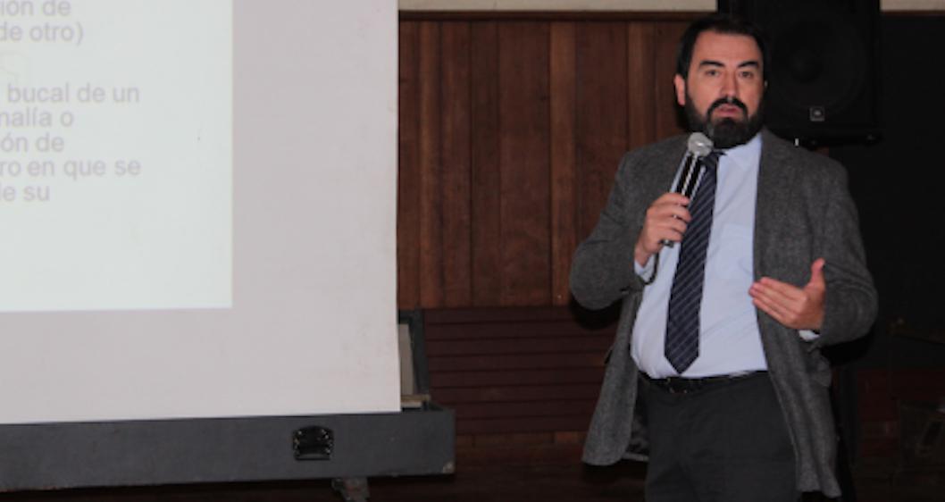 Diego Bizama charla sexualidad en Colegio Aleman