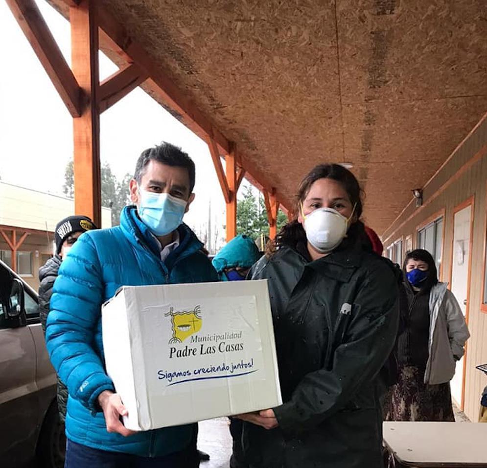 Raul Henriquez entrega de cajas PLC