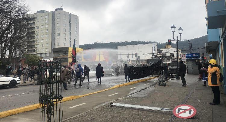 """Marcha por """"infancia mapuche libre""""."""
