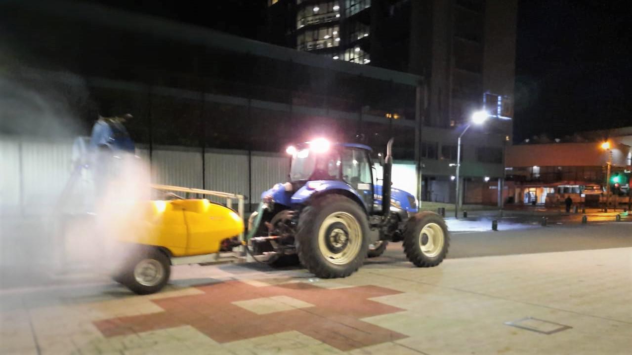 Tractor de limpieza y sanitización.