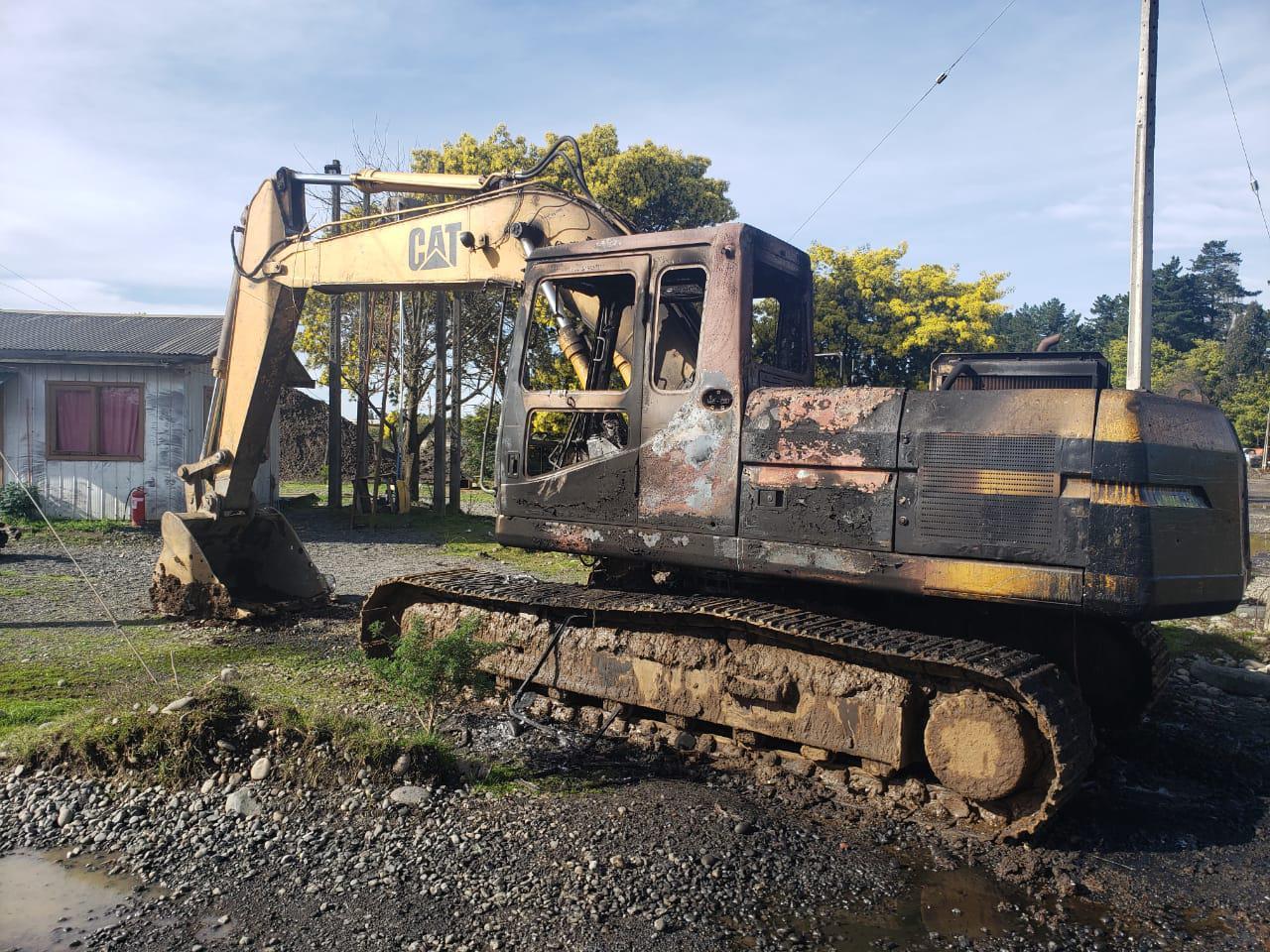 Excavadora incendiada Maquehue